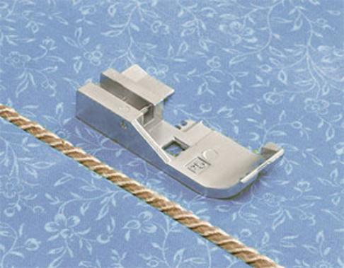 Лапка оверлочная Babylock для вшивания кордовой ленты 5 мм (арт. B5002-05A-C-E)