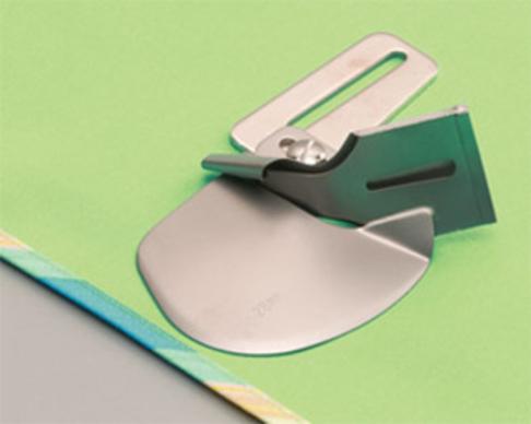 Улитка Babylock для одинарной подгибки вшиваемой ленты или косой бейки 40 мм (арт. BO421S05A)