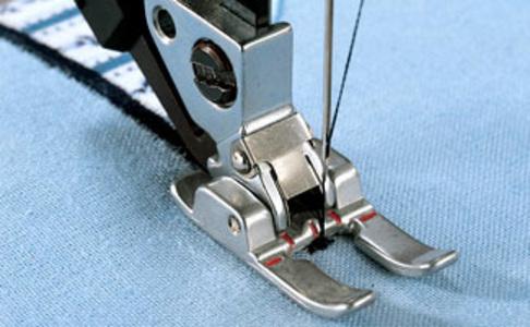 Лапка для швейных машин Pfaff открытая для пришивания аппликаций (арт. 820215-096)