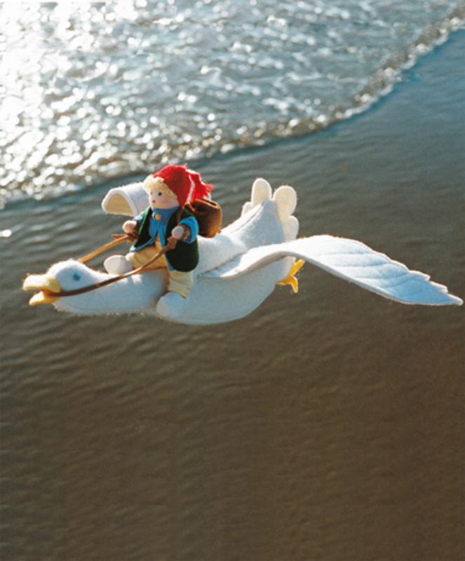"""A25600 Набор для шитья вальдорфской куклы """"Маленький Нильс на гусе"""", De Witte Engel, Нидерланды"""