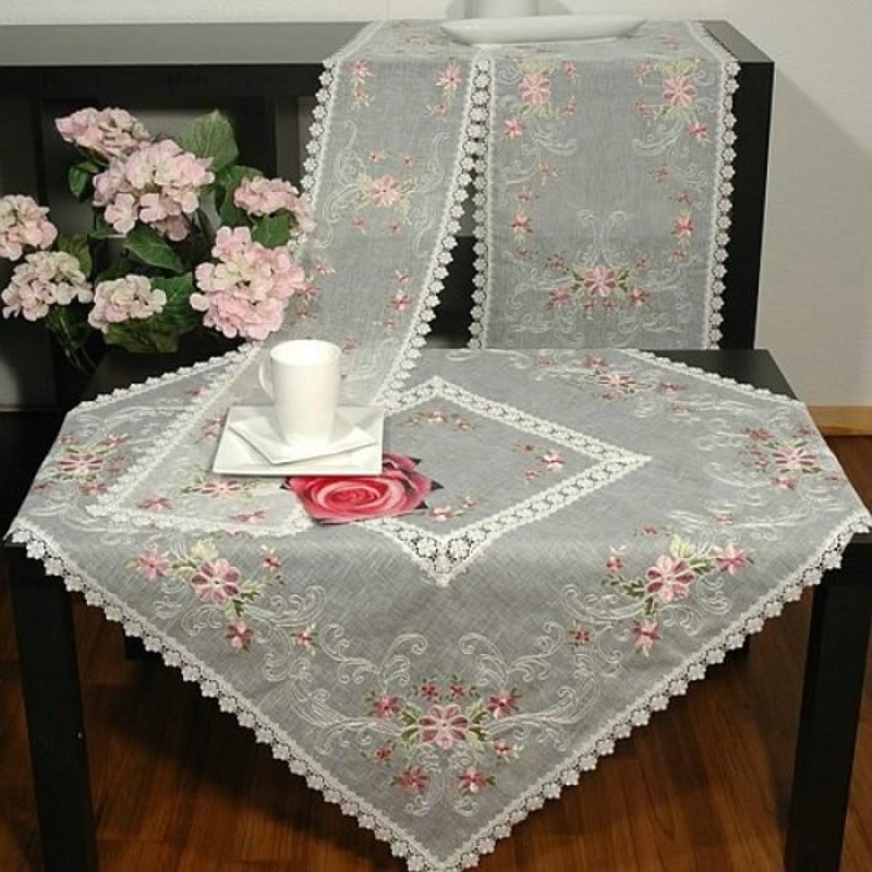 Скатерть 85*85 см прозрачная с вышивкой прозрачная с вышивкой